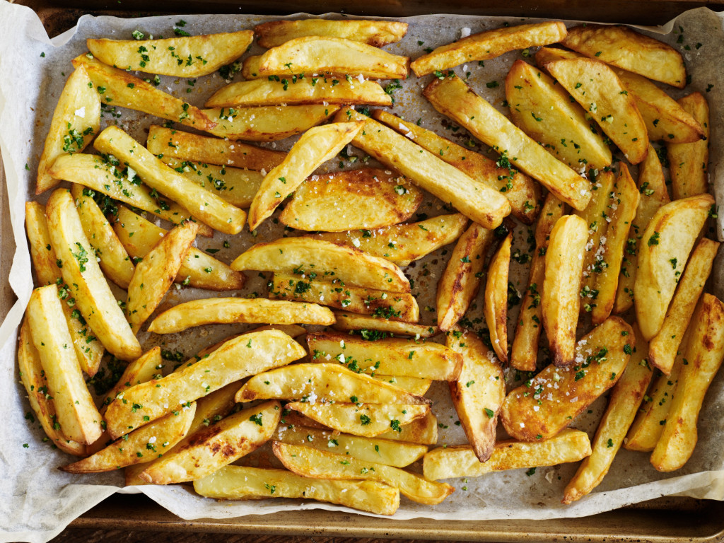 Oven-baked smoked paprika fries