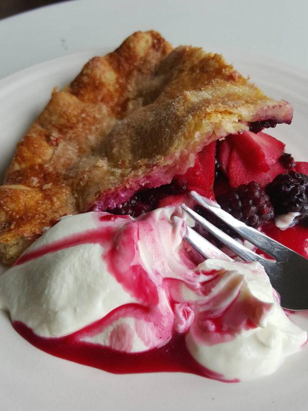 Blackberry pie & yoghurt