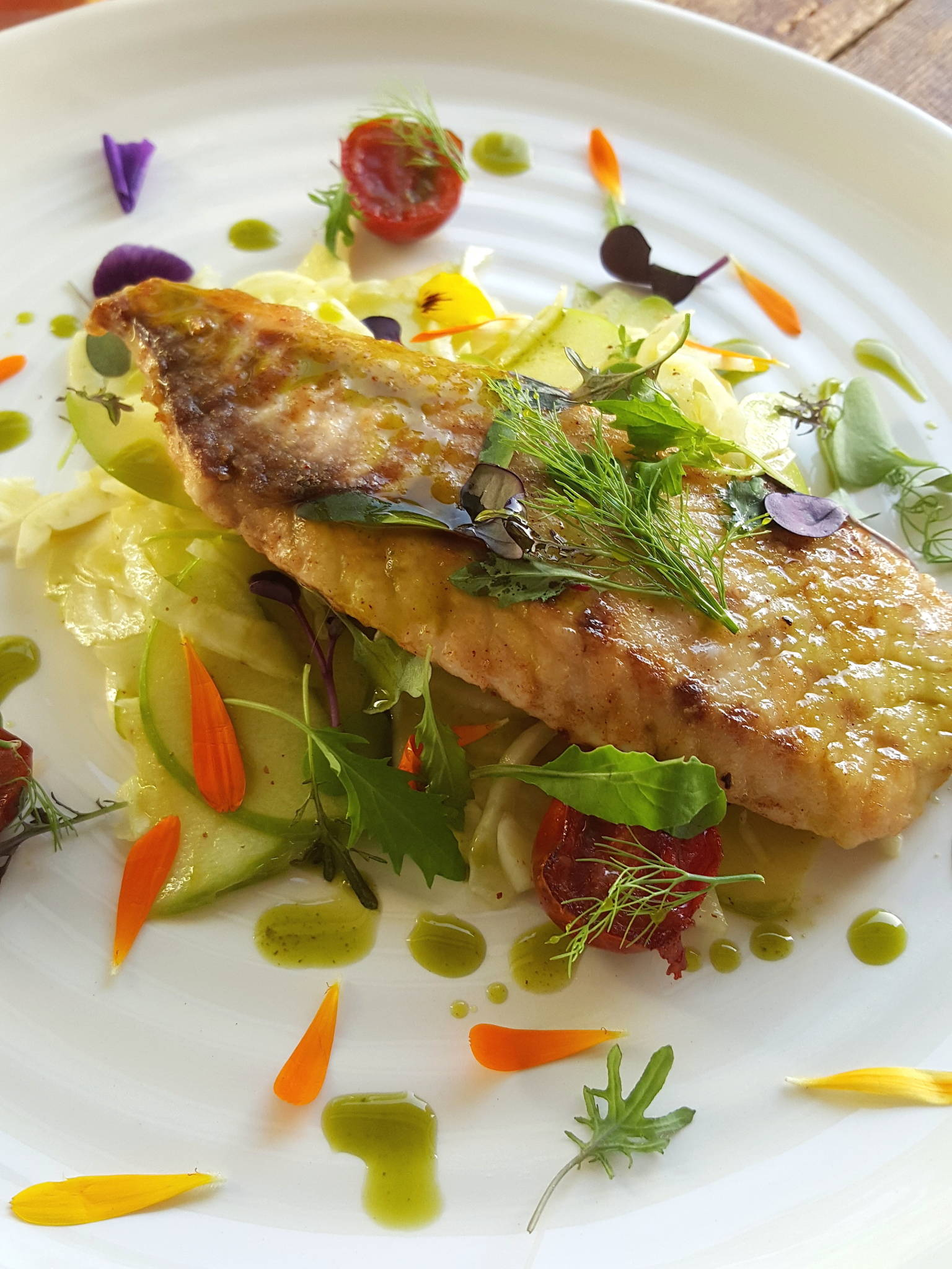 Fish with fennel & apple salad 1
