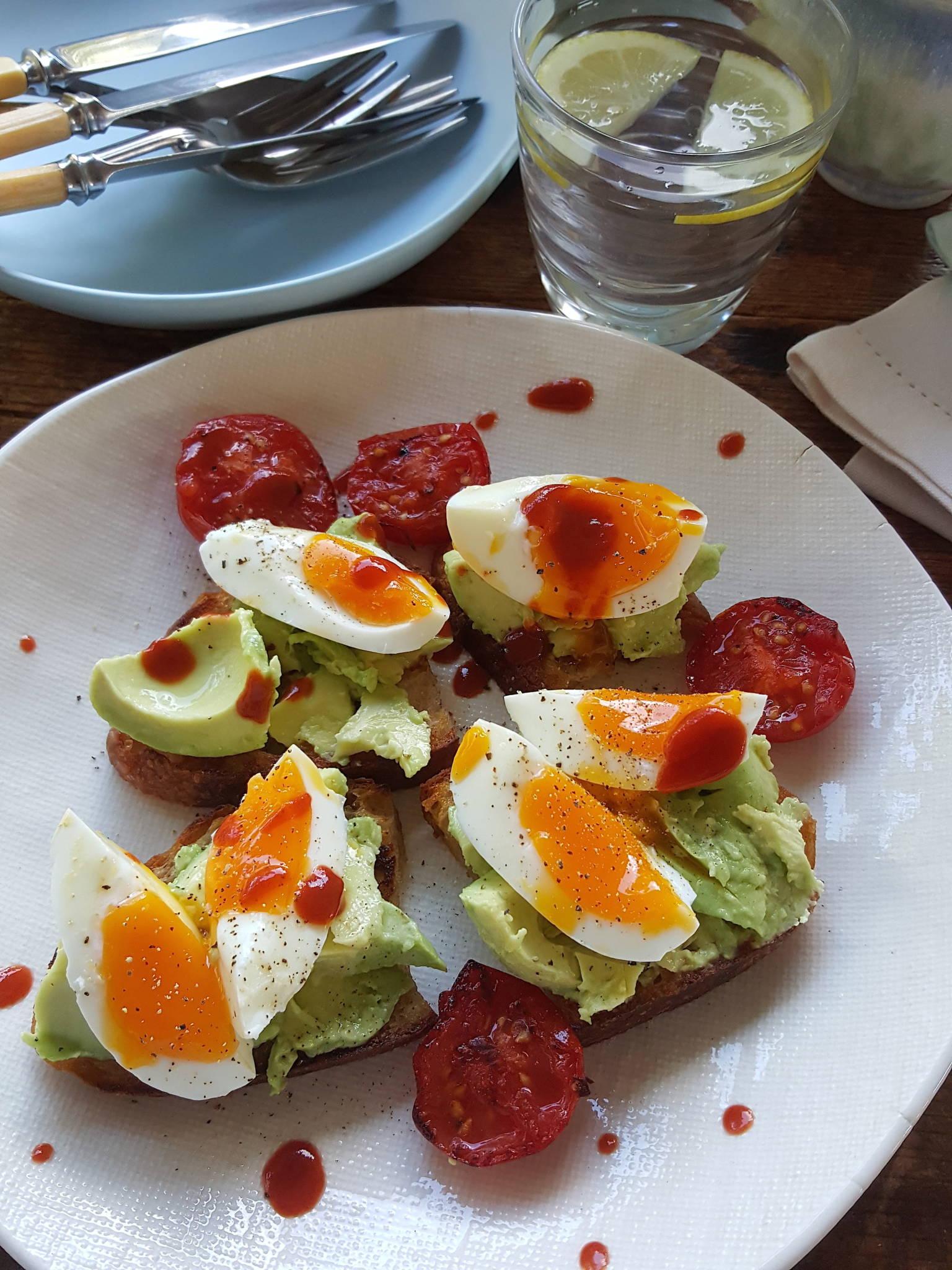 Eggs 'n Avo
