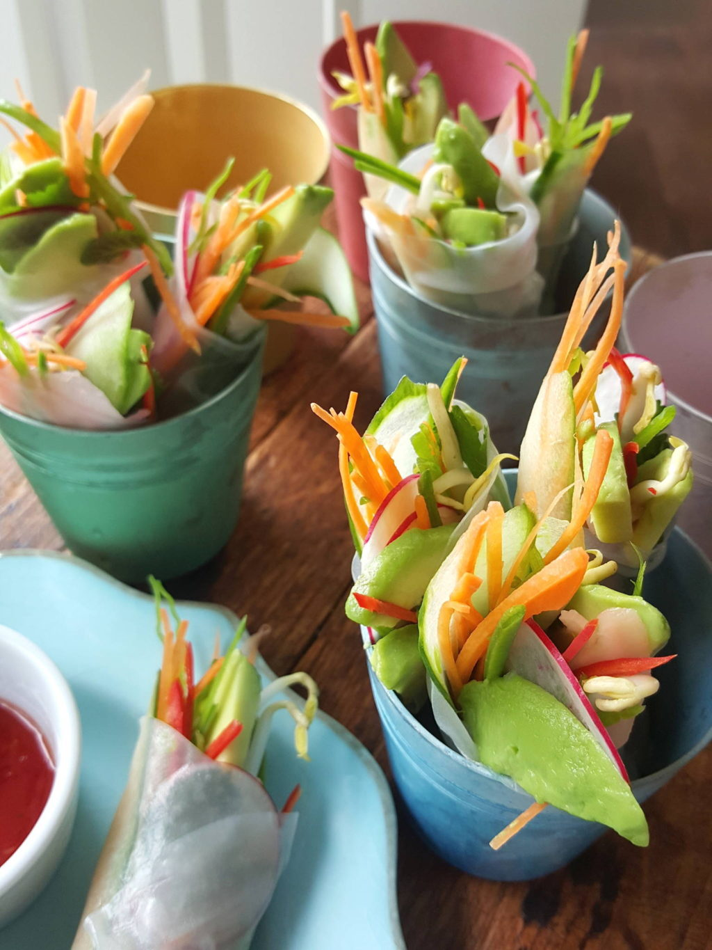 Rice paper rolls with crisp vegetables 1