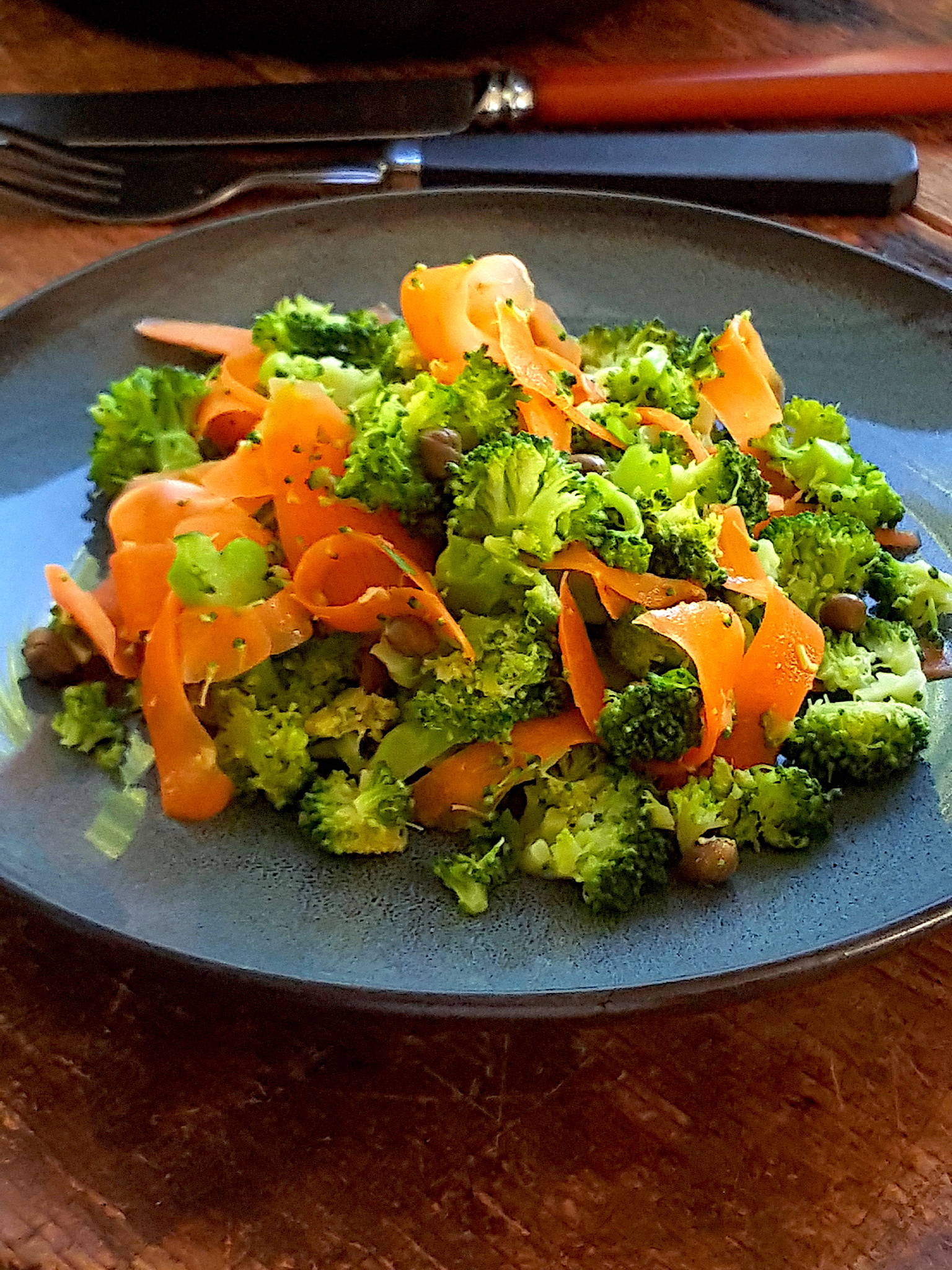 Winter salad with broccoli