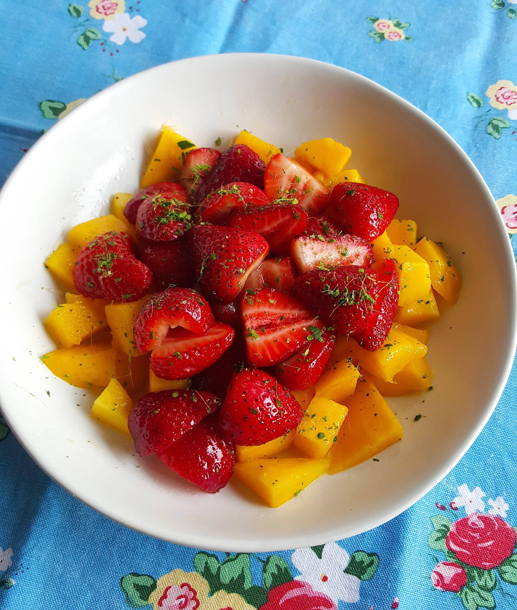 Mango & strawberries