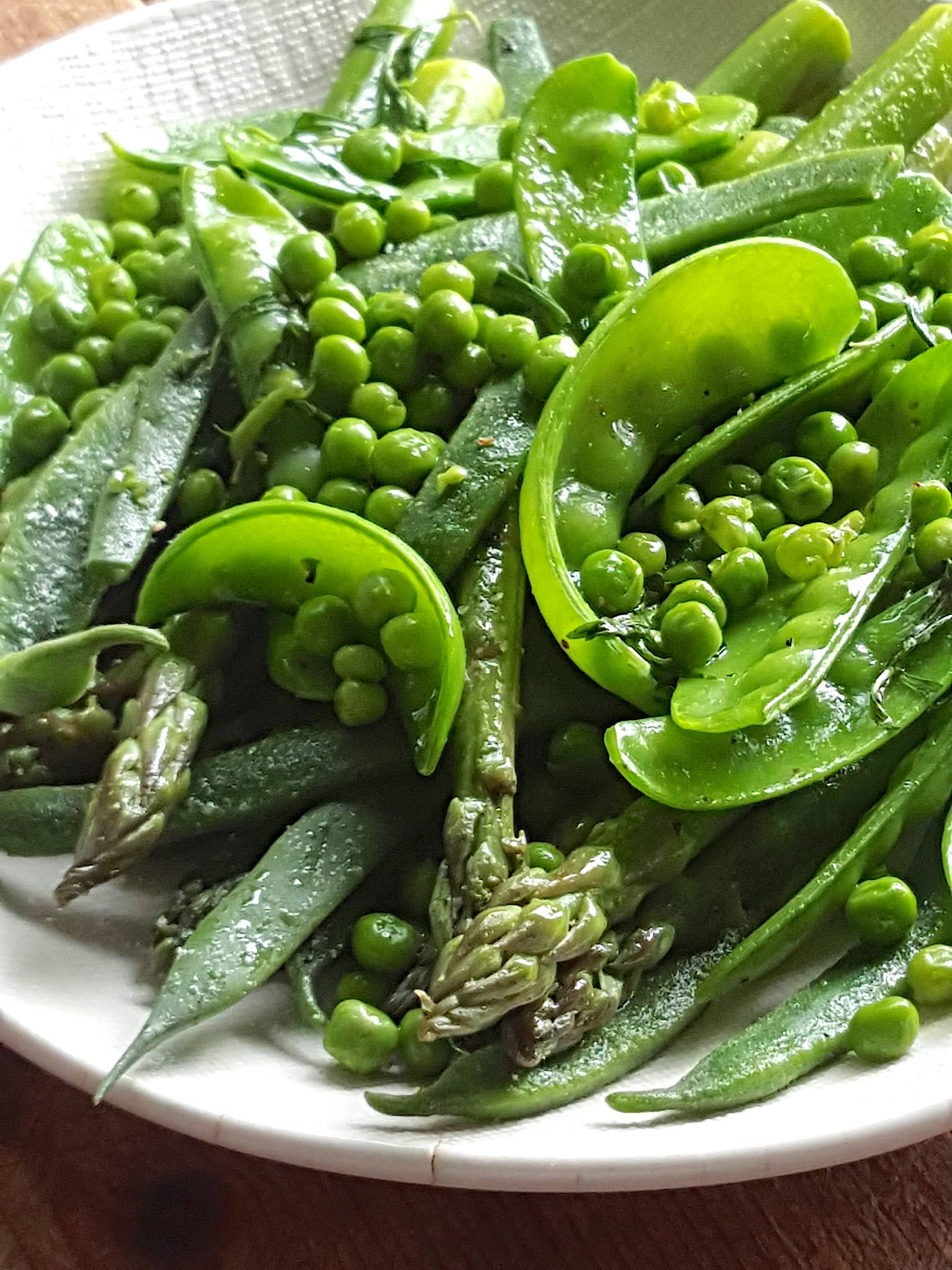 Green vegetables with tarragon