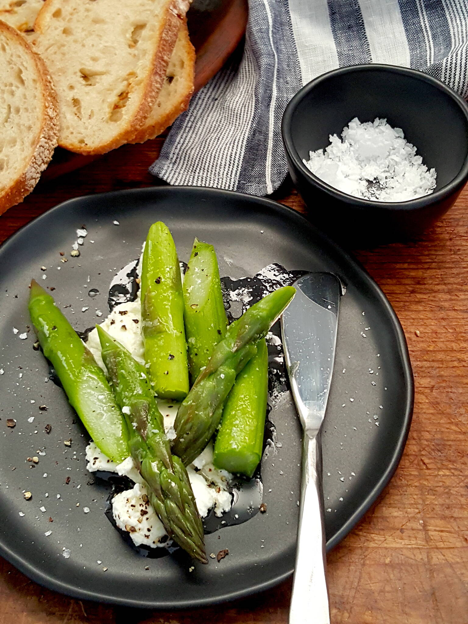 Asparagus with Goat's Cheese