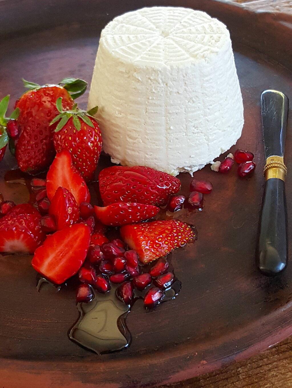 Strawberries with Ricotta & Honey